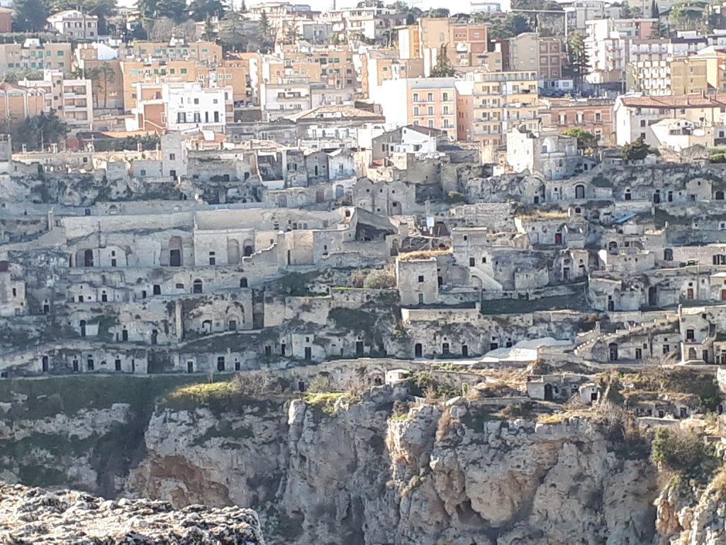 Sasso caveoso e case grotta