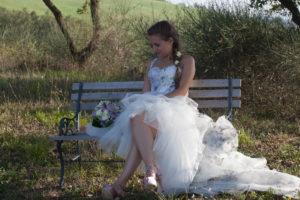 Mentre sapevo perfettamente come sarebbe stato il mio vestito da sposa   corto davanti e lungo dietro! Così giusto per complicarmi le cose. b7a6383ddc8