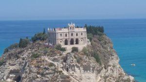 Itinerario costa tirrenica in Calabria: chiesa dell'Isola a Tropea