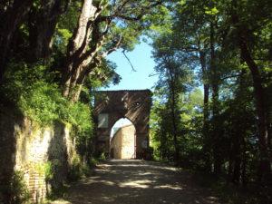 Ingresso castello di Bianello - appennino reggiano