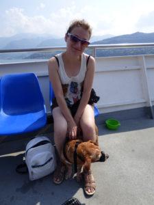 Cani con museruola sul traghetto per Monte Isola