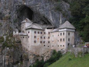 Itinerario in Slovenia in 5 tappe: castello di Predjama