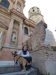 piazza san prospero - reggio emilia con il cane